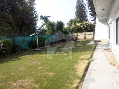 Best Location Old 1200 Sq Yd House For Sale