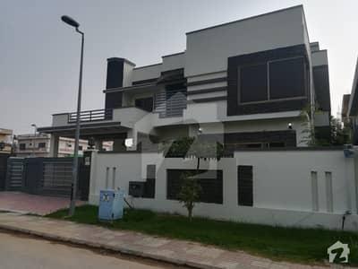 1 Kanal Lavish Solid And Modern Design Superlative House For Sale