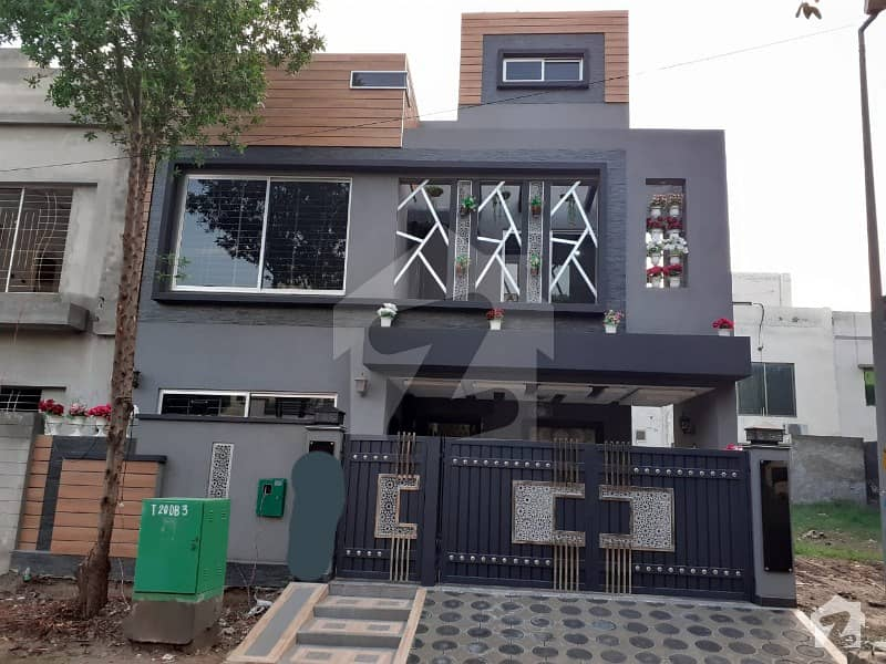 11 Marla Corner Upper Portion For Rent in Umar Block Sector B Bahria Town Lahore