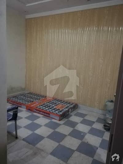غازی روڈ کینٹ لاہور میں 1 کمرے کا 1 مرلہ کمرہ 6 ہزار میں کرایہ پر دستیاب ہے۔