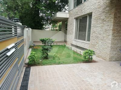 F-7 Excellent Location 5 Bed Room House With 2 Gate Best For Residence