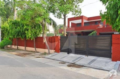 2 Kanal House With Beautiful  Wide Lawn For Rent In Phase 1