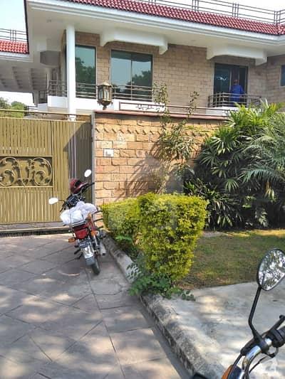 ایف ۔ 7 اسلام آباد میں 5 کمروں کا 1.5 کنال مکان 5 لاکھ میں کرایہ پر دستیاب ہے۔