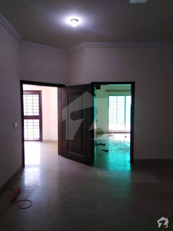 Prime Location 10 Marla Double Storey House Avalable Near By Park Mosque And School