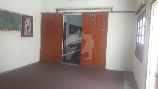 فقیر آباد روڈ پشاور میں 7 کمروں کا 2 کنال مکان 1.7 لاکھ میں کرایہ پر دستیاب ہے۔