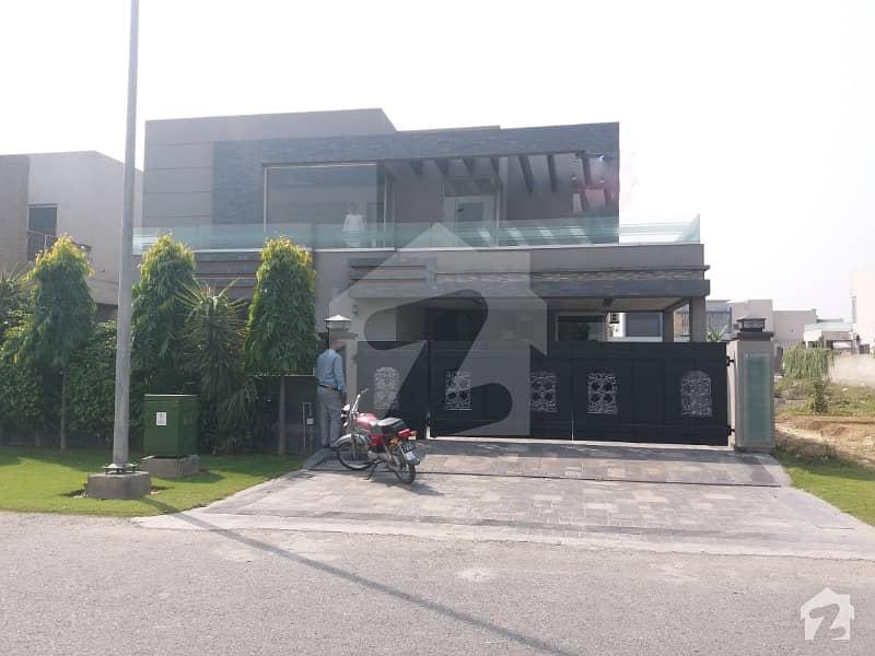 ڈی ایچ اے فیز 6 - بلاک بی فیز 6 ڈیفنس (ڈی ایچ اے) لاہور میں 5 کمروں کا 1 کنال مکان 1.6 لاکھ میں کرایہ پر دستیاب ہے۔