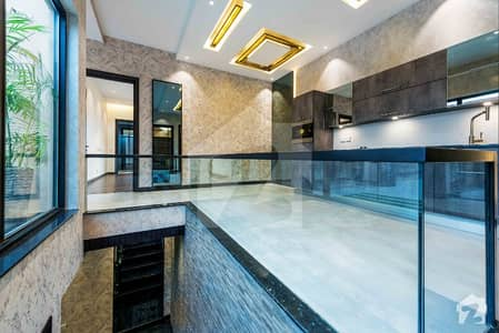 10 Marla Luxurious Bungalow For Sale In F Block Nearby Park