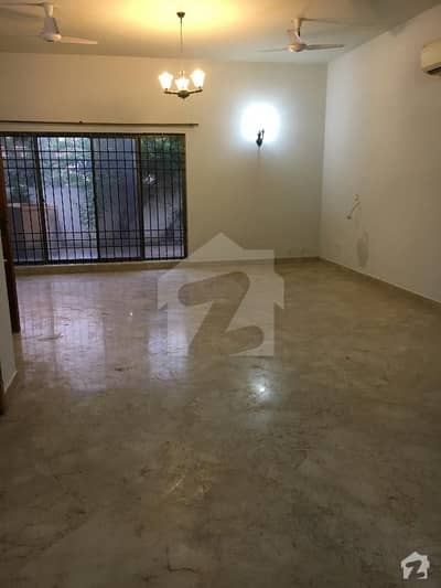 500 Sq Yds 5 Beds House For Rent With Outclass Location