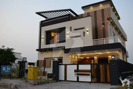 10 Marla Luxury House Full Height Location For Sale