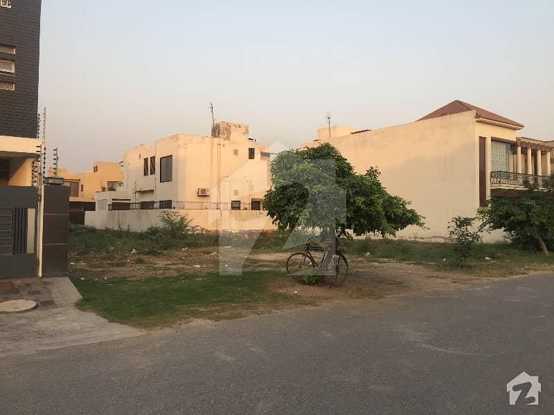 ڈی ایچ اے فیز 3 - بلاک ایکس فیز 3 ڈیفنس (ڈی ایچ اے) لاہور میں 2 کنال رہائشی پلاٹ 7.65 کروڑ میں برائے فروخت۔