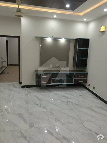 10 Marla Ideal Location Brand New Luxury 1st Entry Beautiful House Available For Rent With Gas In Bahria Town Lahore