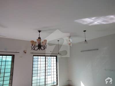 عسکری 10 عسکری لاہور میں 3 کمروں کا 10 مرلہ فلیٹ 1.3 کروڑ میں برائے فروخت۔