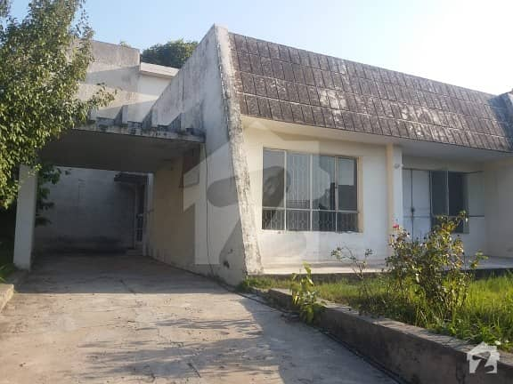 Located In The Most Prime Area Of G-10. Closed End And Wide Street - House For Sale