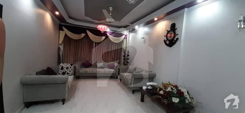 بہادر آباد گلشنِ اقبال ٹاؤن کراچی میں 3 کمروں کا 8 مرلہ فلیٹ 1.8 کروڑ میں برائے فروخت۔