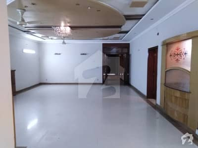 HOT OFFER 1,KANAL BEAUTIFUL LOWER PORTION IN JOHAR TOWN 60FEET ROAD OPPOSITE EMPORIUM MALL