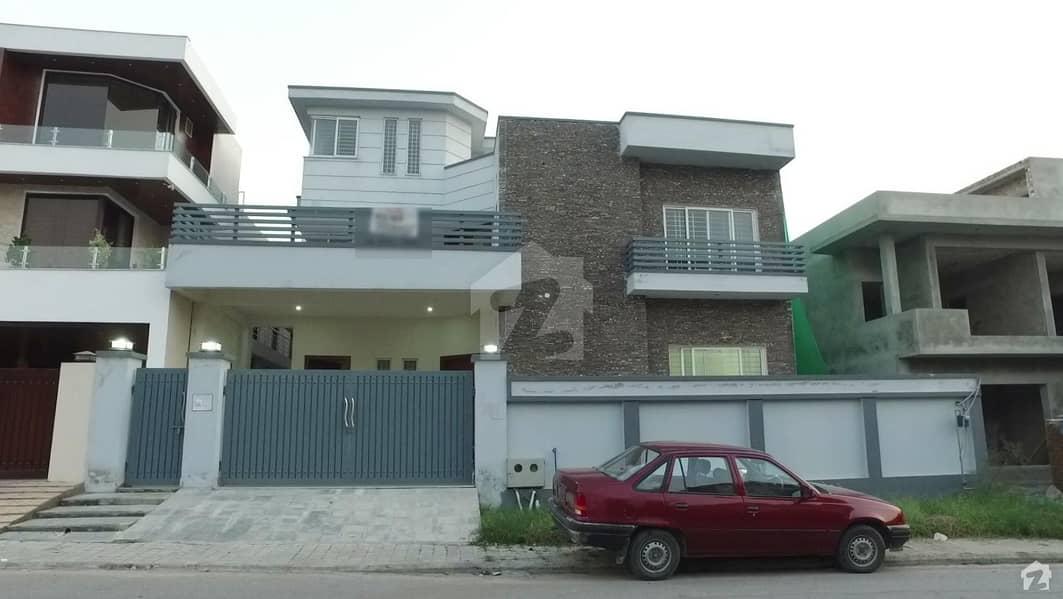 ڈی ایچ اے فیز 2 - سیکٹر بی ڈی ایچ اے ڈیفینس فیز 2 ڈی ایچ اے ڈیفینس اسلام آباد میں 6 کمروں کا 1 کنال مکان 1.2 لاکھ میں کرایہ پر دستیاب ہے۔