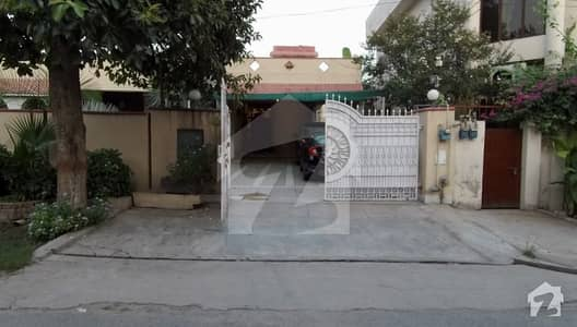 1. 5 Kanal Bungalow For Sale In Cavalry Ground Lahore