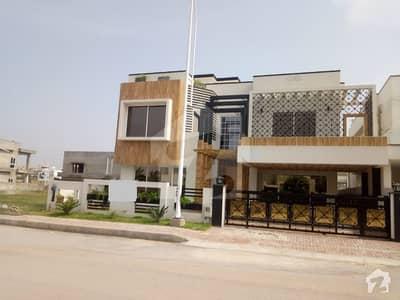 بحریہ ٹاؤن فیز 8 بحریہ ٹاؤن راولپنڈی راولپنڈی میں 6 کمروں کا 1.1 کنال مکان 5.25 کروڑ میں برائے فروخت۔