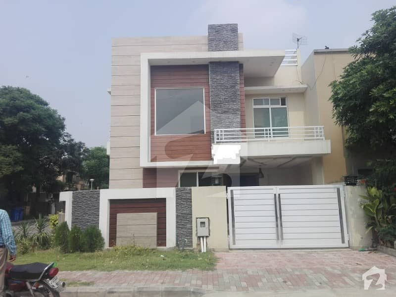Bahria Town Phase 4 10 Marla Corner  House For Sale