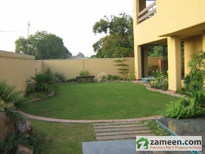 6 Kanal House For Sale in Gulberg Near Jail Road Lahore Excellent Location