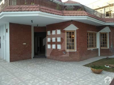 F-11/1 - 666 Yards House 6 Bedrooms 2 Kitchens 2 Gates Suitable For Two Families 930 Crores