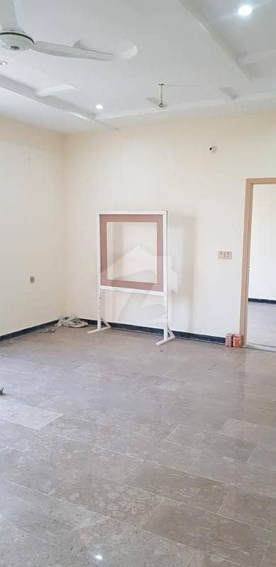 dc colony neelum commerical fresh flat for rent