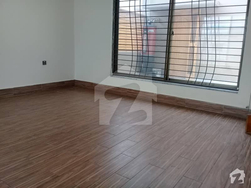 VERY Good   location excellent  HOT location availablie  full house for rant  near commercial  near main rood  NEAR PARK
