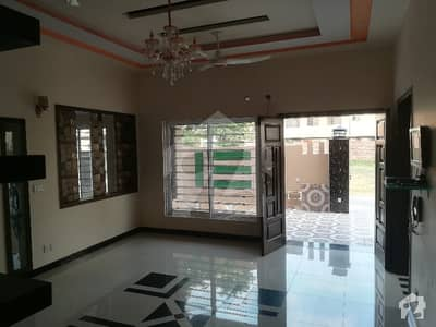 10 Marla Brand New First Entry Dazzling Banglow Upper Portion For Rent