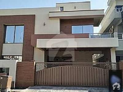 I-8  Triple Storey Old House Is Available For Sale
