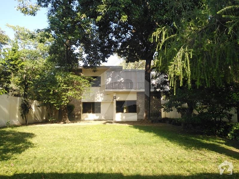 جی ۔ 6 اسلام آباد میں 4 کمروں کا 2.4 کنال مکان 2.8 لاکھ میں کرایہ پر دستیاب ہے۔