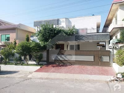 نیشنل پولیس فاؤنڈیشن او ۔ 9 اسلام آباد میں 10 کمروں کا 1 کنال مکان 2 لاکھ میں کرایہ پر دستیاب ہے۔