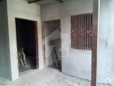 شاہراہِ قائد اعظم مظفر آباد میں 2 کمروں کا 5 مرلہ مکان 32 لاکھ میں برائے فروخت۔