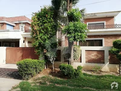 Highly Maintained 1 Kanal Beautiful 5 Bed House Available For Sale