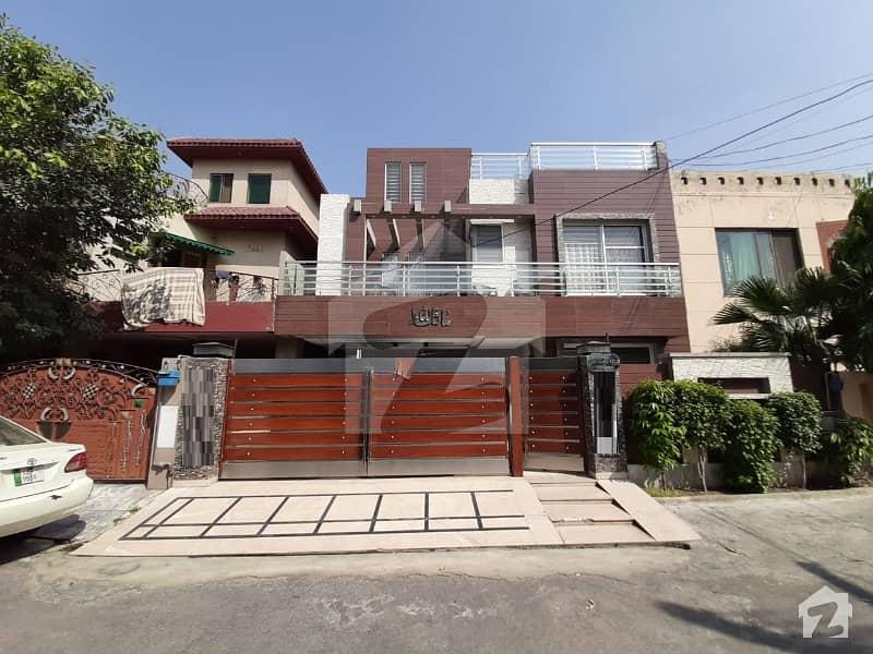 پنجاب کوآپریٹو ہاؤسنگ ۔ بلاک ای پنجاب کوآپریٹو ہاؤسنگ سوسائٹی لاہور میں 5 کمروں کا 10 مرلہ مکان 2.6 کروڑ میں برائے فروخت۔
