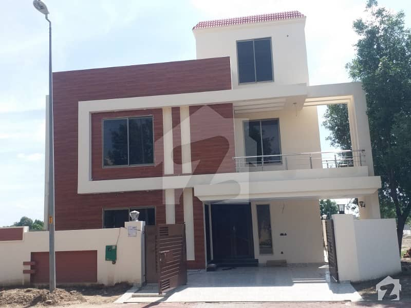 7 Marla Brand New Corner House Ideal Location For Rent In Bahria Town Lahore