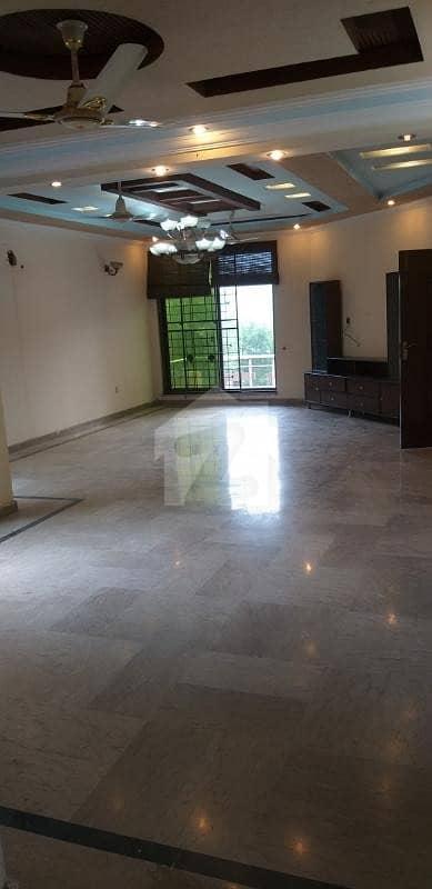 گارڈن ٹاؤن - اتاترک بلاک گارڈن ٹاؤن لاہور میں 5 کمروں کا 1 کنال مکان 5.5 کروڑ میں برائے فروخت۔