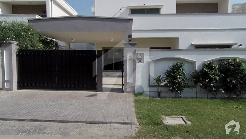 1 Kanal Beautiful Design Bungalow Is Available For Sale