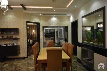 ڈی ایچ اے فیز 5 - بلاک اے فیز 5 ڈیفنس (ڈی ایچ اے) لاہور میں 5 کمروں کا 1 کنال مکان 3 لاکھ میں کرایہ پر دستیاب ہے۔
