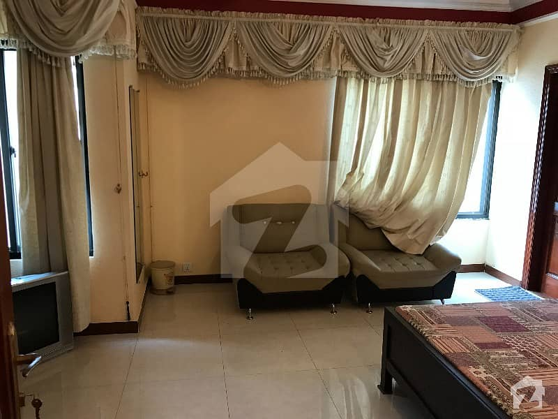 ایف ۔ 10 اسلام آباد میں 3 کمروں کا 10 مرلہ فلیٹ 2.2 کروڑ میں برائے فروخت۔