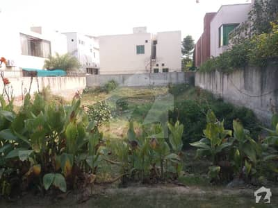 1 KANAL FACING PARK RESIDENTIAL PLOT FOR SALE BACK TO MAIN ROAD BEAUTIFUL SURROUNDING
