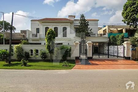1 Kanal Luxurious  Bungalow for rent  in DHA Defence Phase 5 K block
