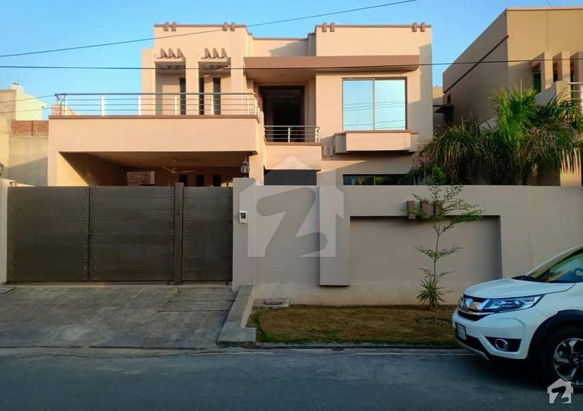 ایڈن ایگزیکیٹو ایڈن گارڈنز فیصل آباد میں 5 کمروں کا 11 مرلہ مکان 2 کروڑ میں برائے فروخت۔