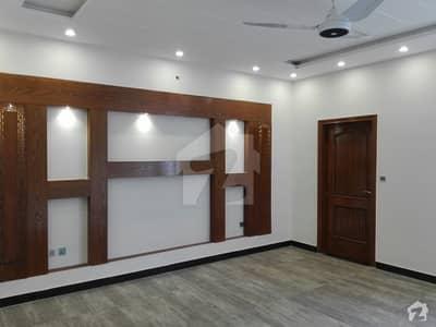 طارق گارڈنز ۔ بلاک ڈی طارق گارڈنز لاہور میں 7 کمروں کا 1 کنال مکان 3.35 کروڑ میں برائے فروخت۔