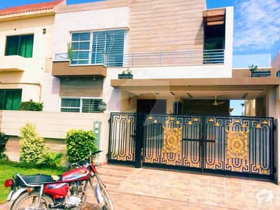 Syed Brothers Offer 10 Marla 1 year used Beautiful and Luxury Bungalow For Rent