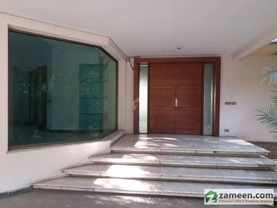گلبرگ 4 گلبرگ لاہور میں 5 کمروں کا 2 کنال مکان 3 لاکھ میں کرایہ پر دستیاب ہے۔