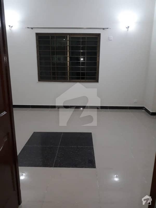 عسکری 10 - سیکٹر ایف عسکری 10 عسکری لاہور میں 3 کمروں کا 10 مرلہ فلیٹ 1.5 کروڑ میں برائے فروخت۔