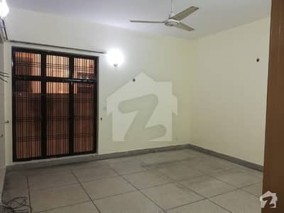 22 Marla Main Road Near Allah Ho Chowk Lower Portion 3 Bed rooms Servent is avalible for rent