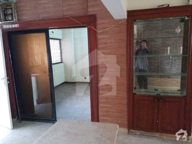 کلفٹن ۔ بلاک 2 کلفٹن کراچی میں 3 کمروں کا 6 مرلہ فلیٹ 1.4 کروڑ میں برائے فروخت۔