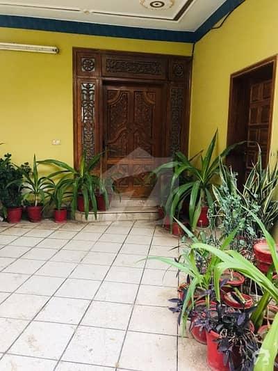 خیابان سرور ڈیرہ غازی خان میں 3 کمروں کا 10 مرلہ مکان 30 ہزار میں کرایہ پر دستیاب ہے۔