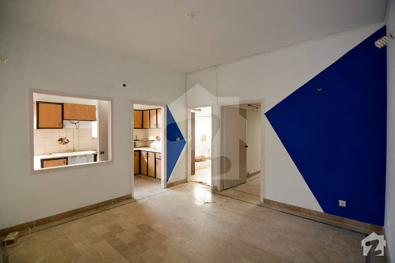 2 Bed West Open Corner Flat Available For Sale